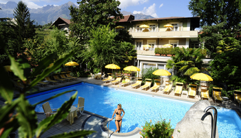 Hotel Obermais mit Pool
